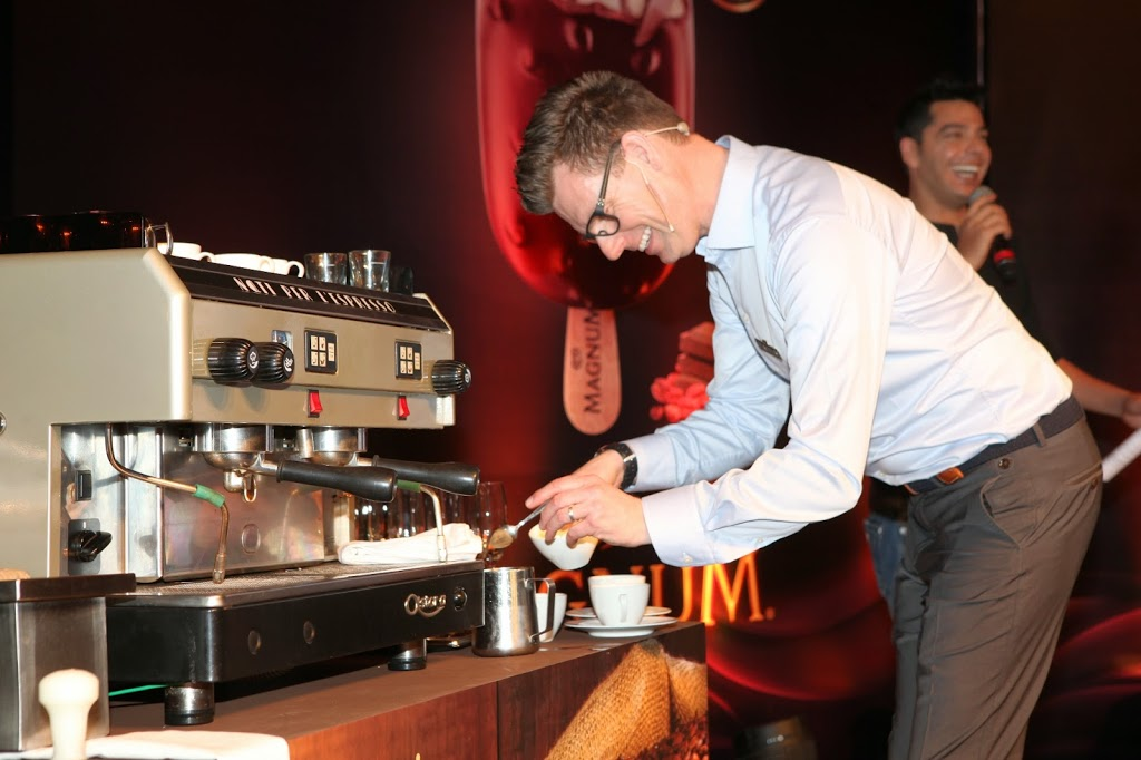 Fritz-Storm-brewing-cappacino-at-Magnum-Masterclass-Maa-Of-All-Blogs-Love-for-Chocolate